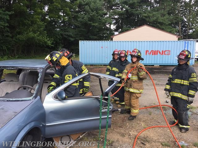 Lieutenant Friddell working with the cadets during vehicle extrication training